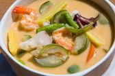 тайский суп из кокосового молока и морепродукты — Стоковое фото