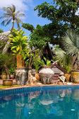 Thai statues near the pool — Stock Photo