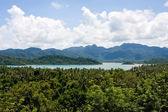 Vista panorámica sobre pequeñas islas tropicales cerca de la isla de koh chang — Foto de Stock