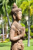Buddha statue in garden — Стоковое фото