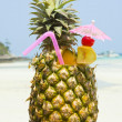 Tropical cocktail on the beach — Stockfoto