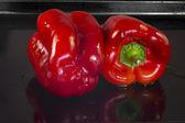 Deux poivrons rouges — Photo