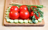 Fresh vegetables and greens on the chopping board — Stock Photo