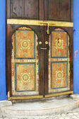 Oriental arabic ornate painted door (picture made in Marrakesh, — Stock Photo