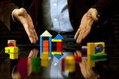 Pointing design, advice, Real Estate, Expertise and business — Stock Photo