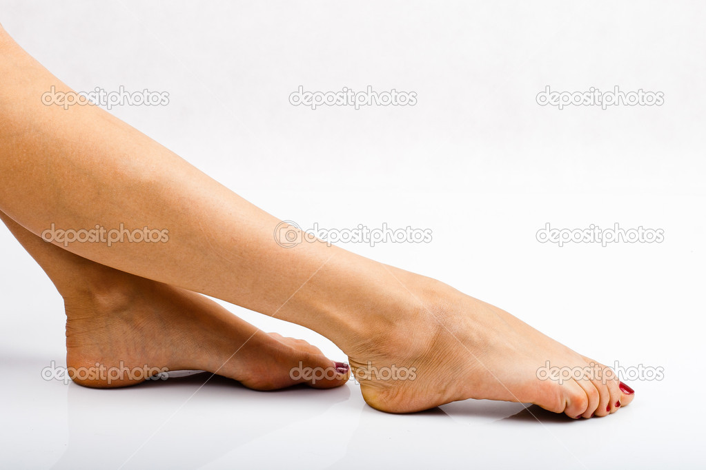 Legs with red nails. — Stock Photo #10744212