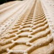 Tire tracks on sand — Stockfoto