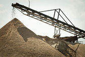 Conveyor on site at gravel pit — 图库照片