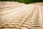 Tire tracks on dirt — 图库照片