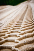 Wheel tracks on sand — 图库照片