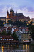 St Vitus Cathedral at dusk (Prague) — Stock Photo