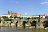 Charles bridge and St Vitus cathedral, Prage — Stock Photo