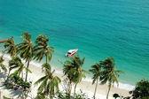 Boat near the beach — Stock Photo