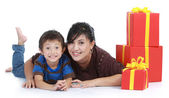 Mom and kid with a stack of gift. — Stock Photo