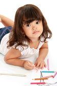 Pequeña niña bonita dibuja y colorear — Foto de Stock