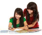 Dos jóvenes asiáticas estudiante — Foto de Stock
