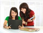 Students reading — Stock Photo