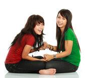 Duas garotas rindo — Fotografia Stock