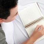 Asian Mężczyzna z jego pamiętnik — Zdjęcie stockowe