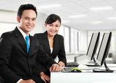 Kantoor werknemer werkt — Stockfoto