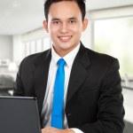 mladý obchodník s notebookem — Stock fotografie #11244986