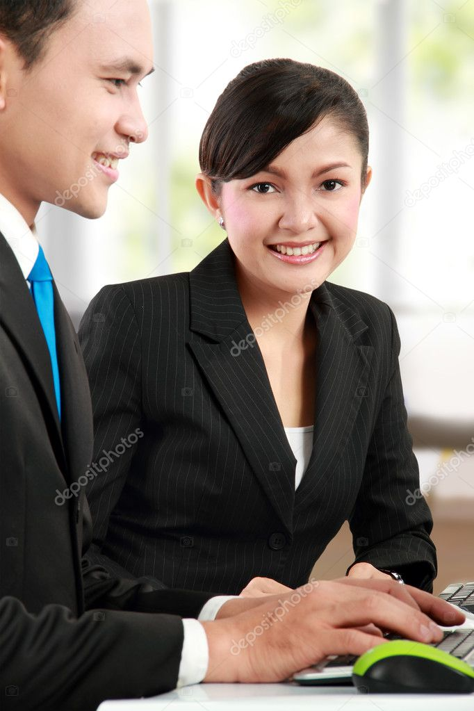 Face of beautiful woman at the background of business working — Lizenzfreies Foto #11244707