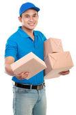 Adam kurye ile paketleri — Stok fotoğraf