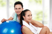 Fitness Smiling young man and woman — Stock Photo
