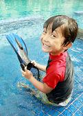 Kid having fun in the pool — Stock Photo