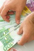 手でユーロ紙幣 — ストック写真