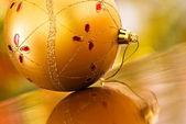 Kerstmis gouden bal — Stockfoto