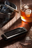 Munspel med whiskey och cigarett — Stockfoto
