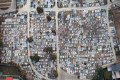 City graveyard aerial view — Stock Photo