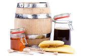 Honung burk och fat — Stockfoto