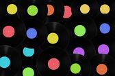 Vinyl-schallplatten mit unterschiedlichen farbigen etiketten. — Stockfoto
