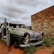 Ruin and car wreck in ghost town Australia — Stock Photo