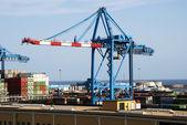 Konteyner gemisi limanda — Stok fotoğraf
