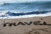 ταξίδια, γραμμένο σε μια αμμώδη παραλία — Φωτογραφία Αρχείου
