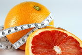 Grapefruit and tape measure — Stock Photo