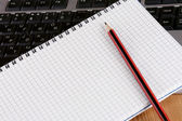 Notepad and pencil — Stockfoto