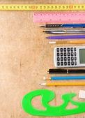 Accesorios escolares y de oficina en madera — Foto de Stock