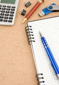 Checked notebook e accessori per ufficio — Foto Stock