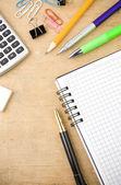 Checked notebook e accessori scuola — Foto Stock
