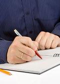 Strony pisanie pióra na sprawdzone notatnik — Zdjęcie stockowe