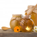 Honey in jar isolated on white background — Stock Photo