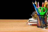 Skolan tillbehör och bärbara datorer — Stockfoto