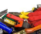 Uppsättning av verktyg i verktygslådan på vit — Stockfoto