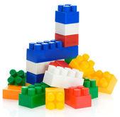 красочные пластиковые игрушки, изолированные на белом фоне — Стоковое фото