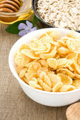 Delicious and healthy corn flakes — Stock Photo