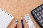 パッド、定規およびテーブル上のペン — ストック写真